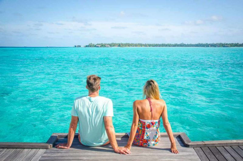 maldives honeymoon couple