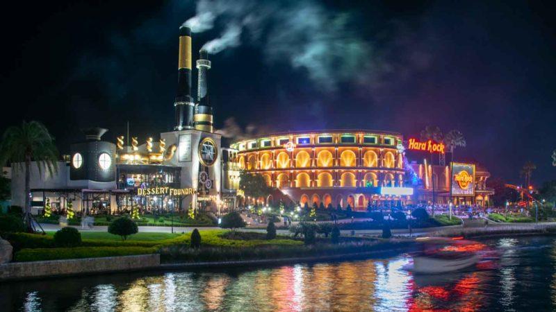 Universal Citywalk at night - Theme Park Tips